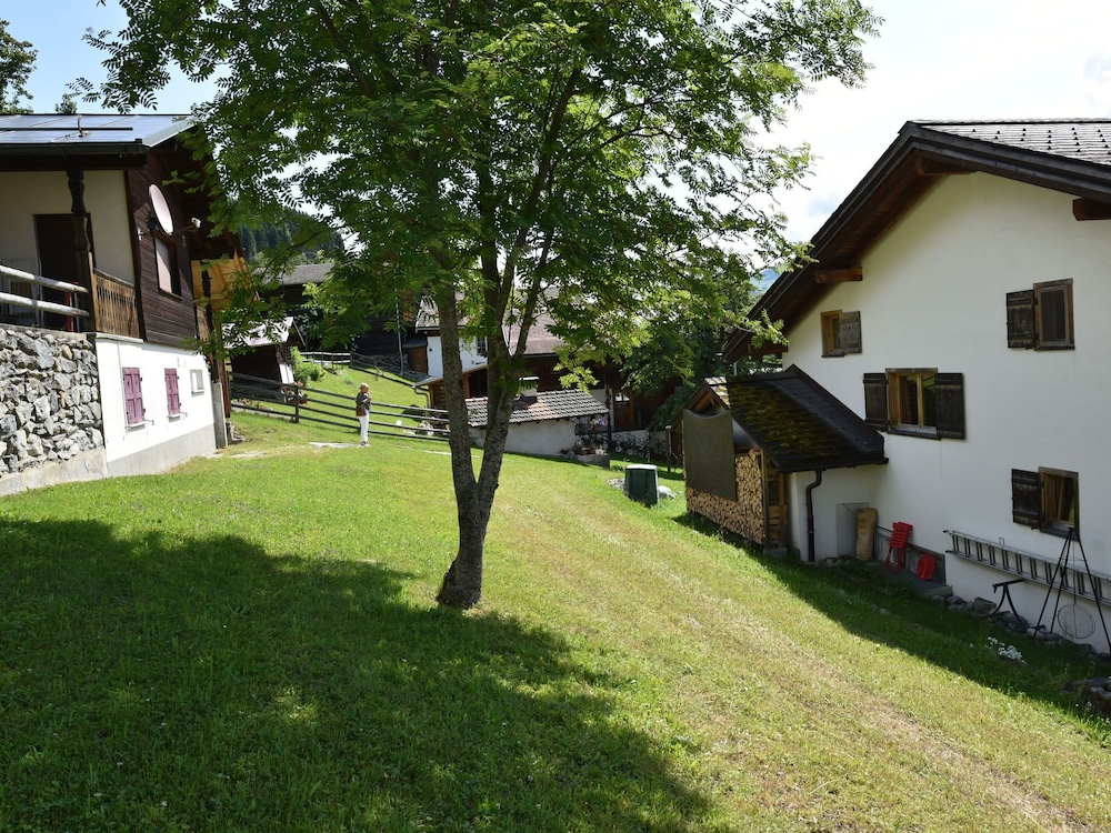 Garden, Apartment in Breil/brigels With Terrace,garden Furniture,bbq