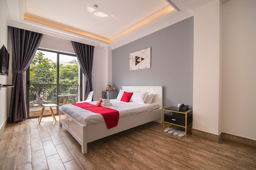 RedDoorz Plus near Tan Son Nhat Airport 3