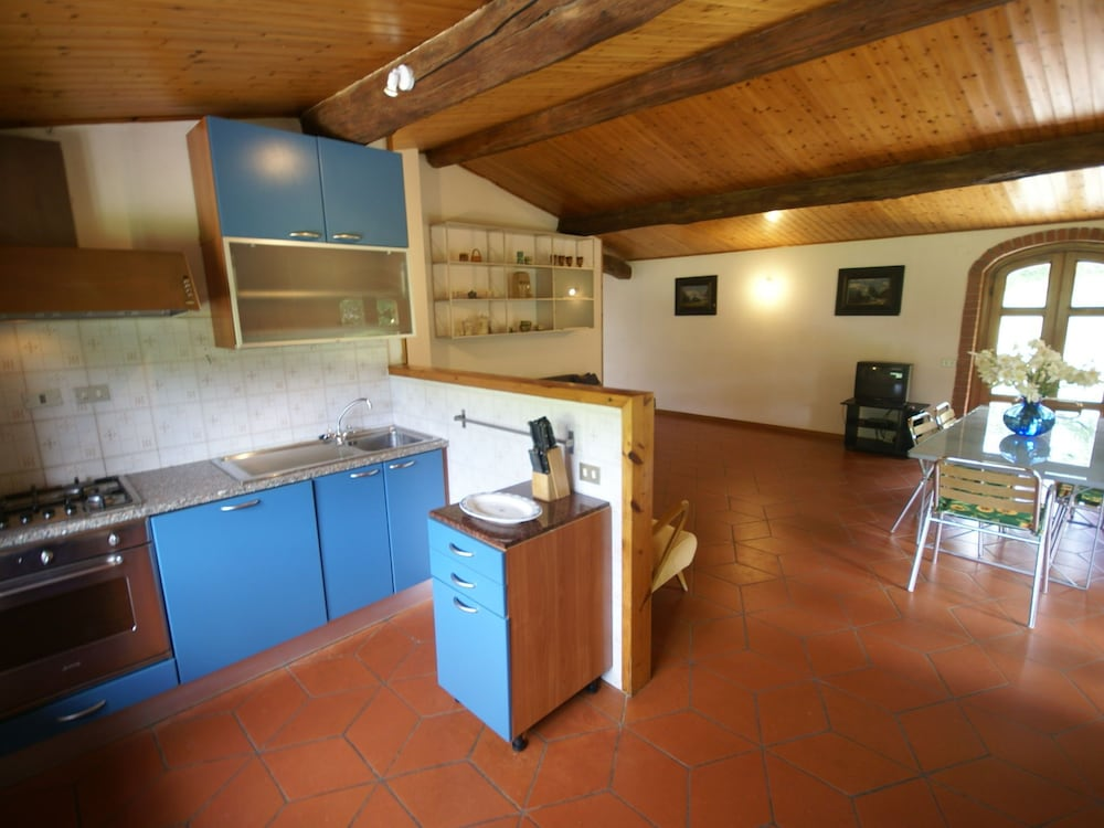 Private Kitchen, Holiday Home With Shared Swimming Pool in the Green Hills of Chianti