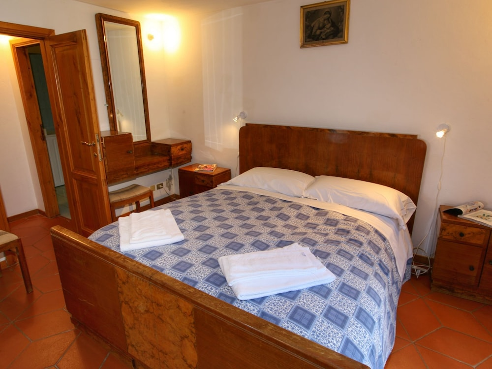 Room Amenity, Holiday Home With Shared Swimming Pool in the Green Hills of Chianti