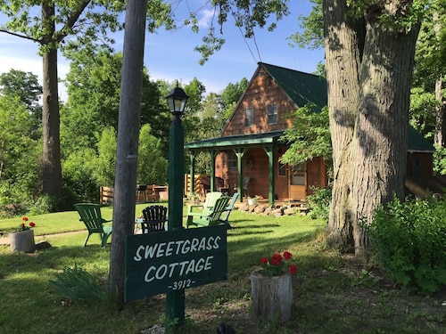 Sweetgrass Cottage: Walk to Sheldrake Point Winery, Beach and Boat Launch