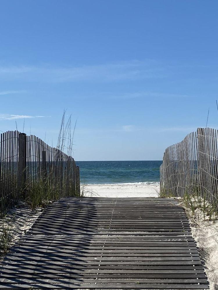 Beachfront Condo In The Heart Of Gulf Shores!, Gulf Shores