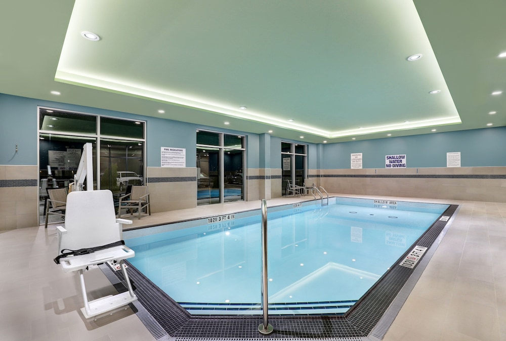 Pool, Holiday Inn Express & Suites Port Elgin, an IHG Hotel