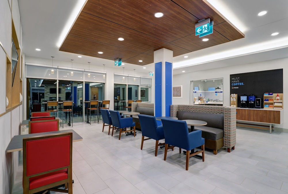 Restaurant, Holiday Inn Express & Suites Port Elgin, an IHG Hotel