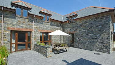 Beautiful, Natural Stone Holiday Home With Garden, en Suite Bathroom and a King Size bed
