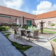 Large Cottage Overlooking the Sunny Courtyard With Fountain