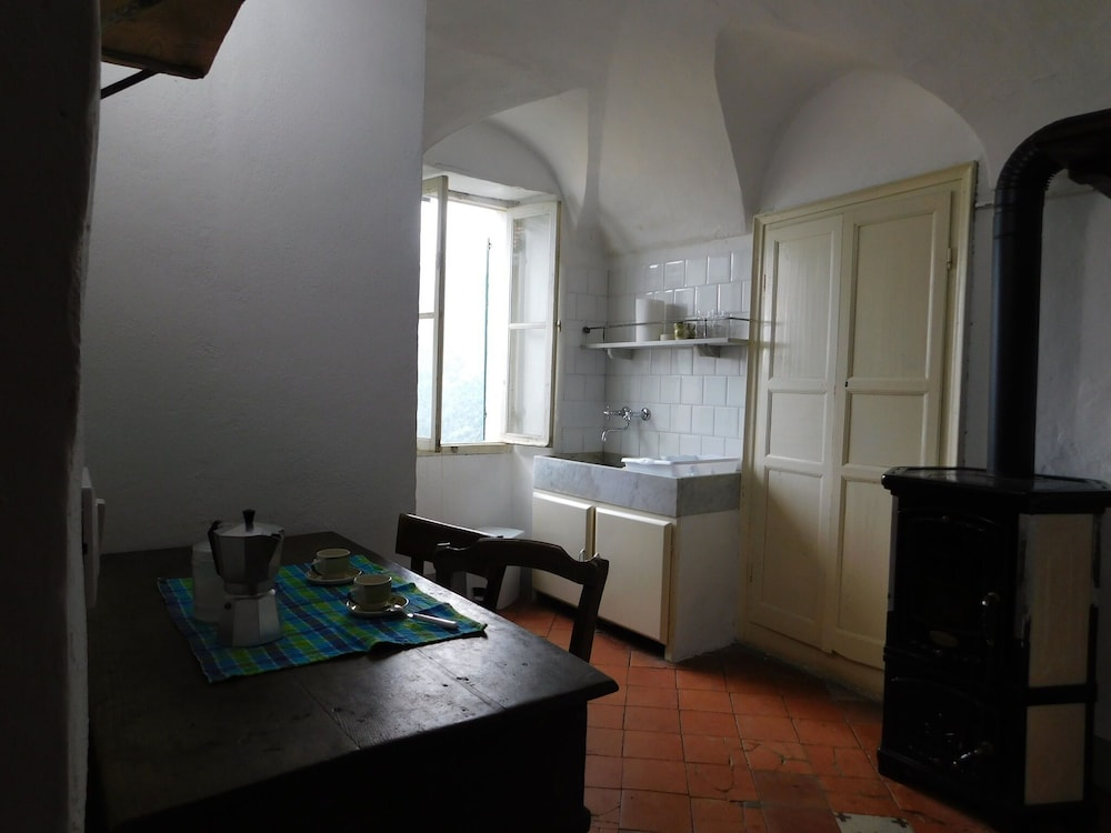 Private Kitchen, Valley-view Holiday Home in Badalucco Near Museum