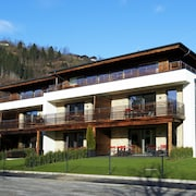 Modern Apartment Near Lake in Zell em See