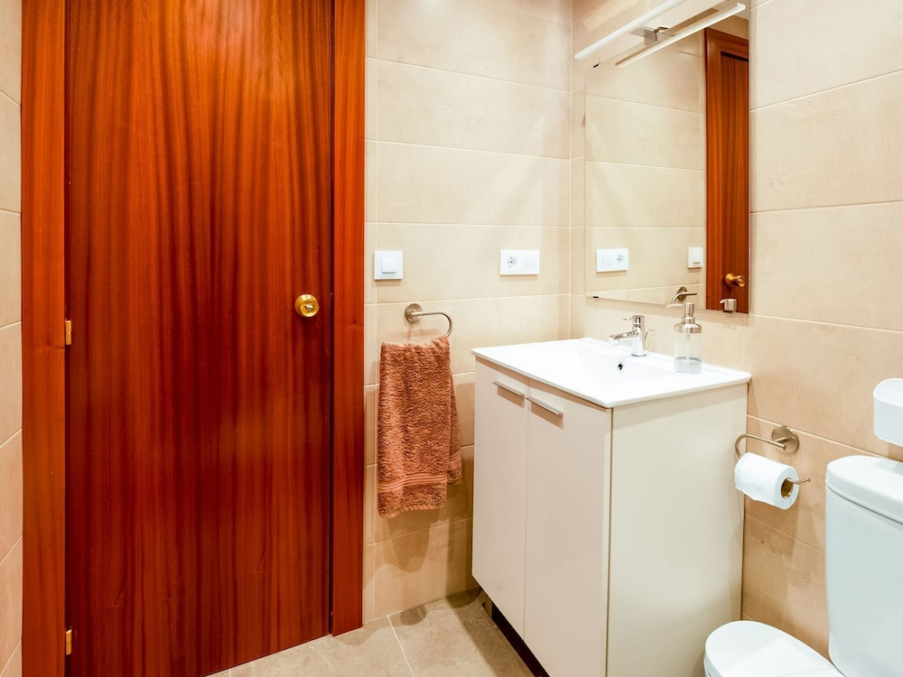Bathroom, Hillview Holiday Home in Laguardia With Terrace