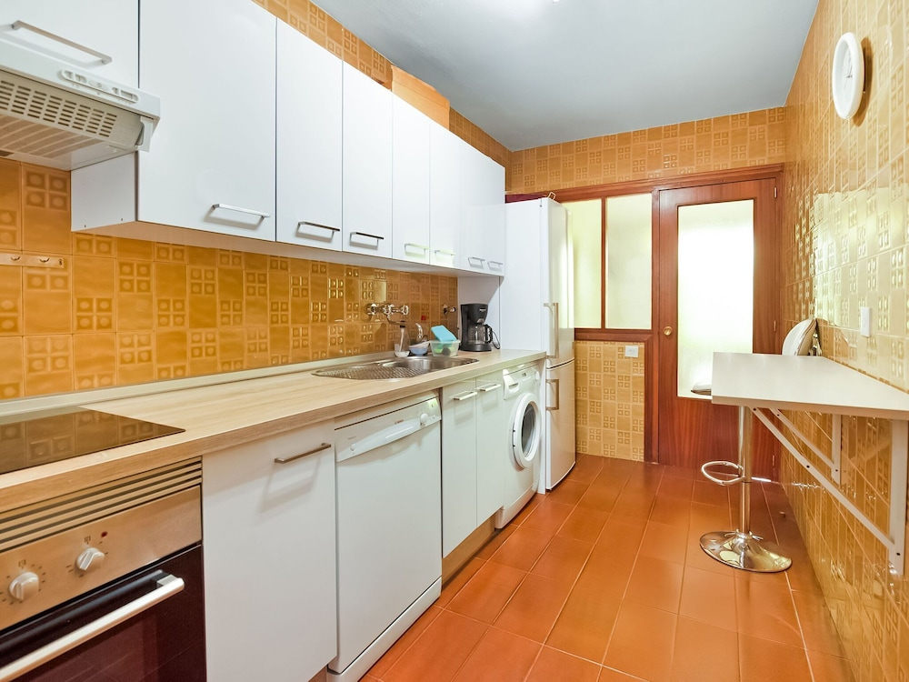 Private Kitchen, Hillview Holiday Home in Laguardia With Terrace
