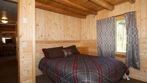 6 bedrooms, laptop workspace, iron/ironing board, free WiFi