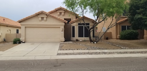 Beautiful House Within Walking Distance to Sabino Canyon Recreation Area