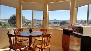 Individually furnished, laptop workspace, iron/ironing board, free WiFi