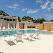 Close to Siesta Beach, Pool, Tennis, Comfy Beds
