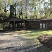 Lake View & Boat House on Lake Guntersville Perfect for Familys & Fishermen!