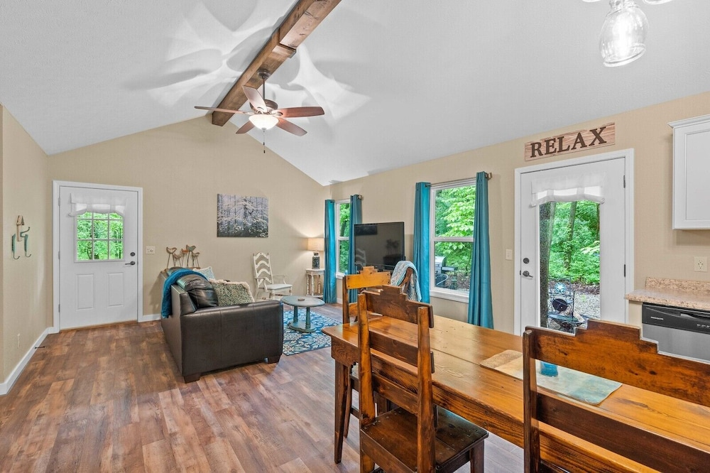 Living Room, Dogwood Cottage - Private & Wooded 1/4 mile From Lake!