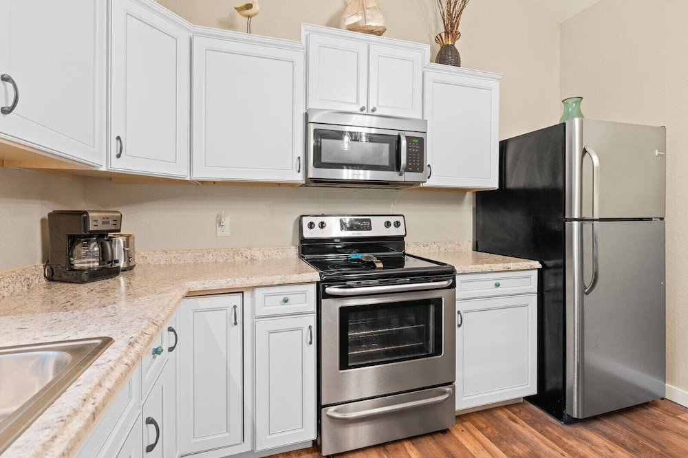 Private Kitchen, Dogwood Cottage - Private & Wooded 1/4 mile From Lake!