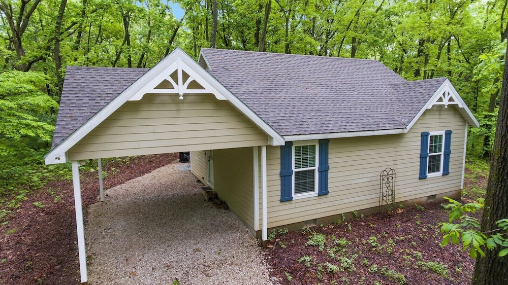 , Dogwood Cottage - Private & Wooded 1/4 mile From Lake!