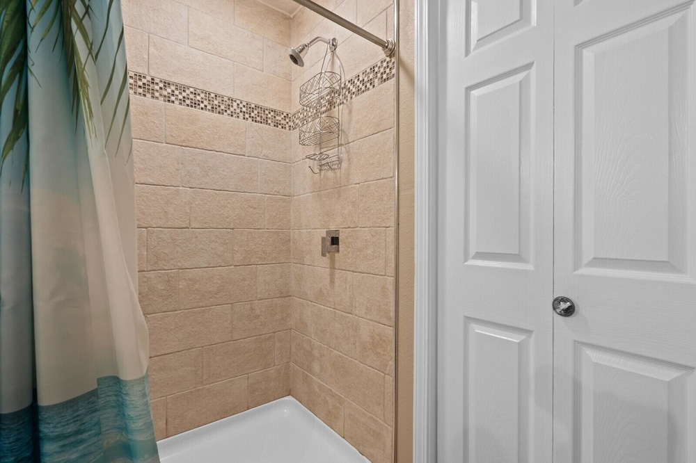 Bathroom, Dogwood Cottage - Private & Wooded 1/4 mile From Lake!