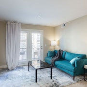 Cambria - Comfortable Plaza Apts with Free Parking by Zencity
