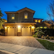 Luxury 3 Bed / 3.5 Bath Residence W/sparkling Pool