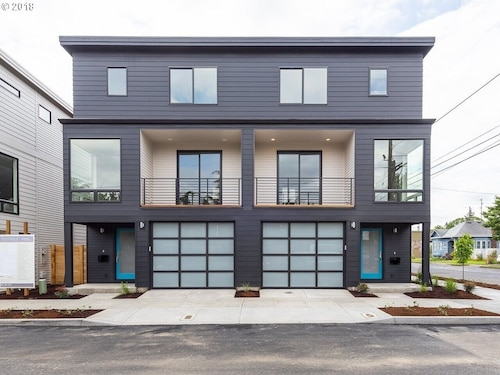 New Built Townhouse 20 min South Waterfront/oshu