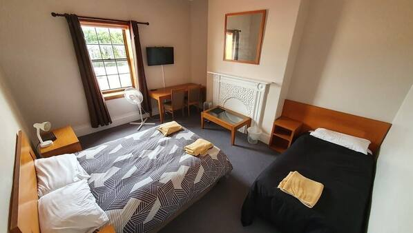 6 bedrooms, WiFi, bed sheets