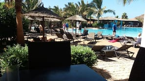 3 piscines extérieures, cabanons gratuits, parasols de plage