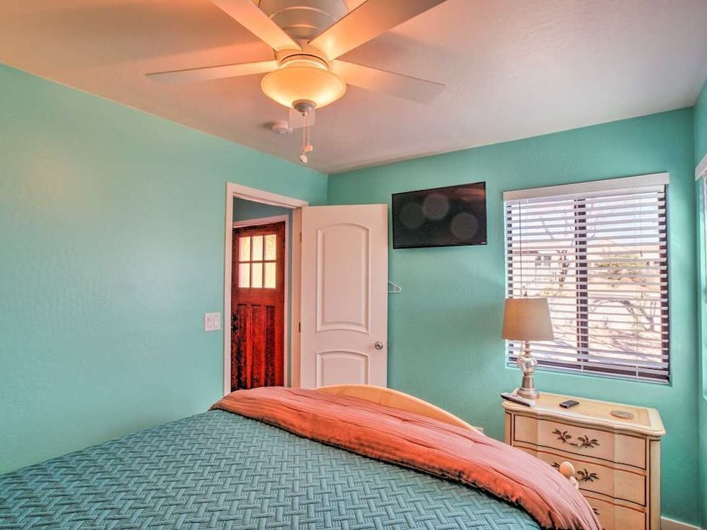Room, White Spar Cottages Close to Famous Whiskey Row and Prescott Courthouse