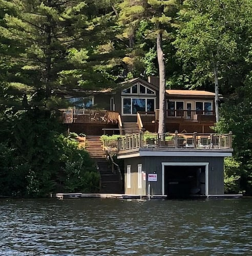 Second Wind ~all the Comforts of Home on Lake Muskoka!