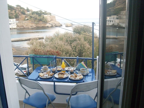 Alkistis Luxurious Apartment By The Beach, In Ikaria Island, Therma 1st Floor