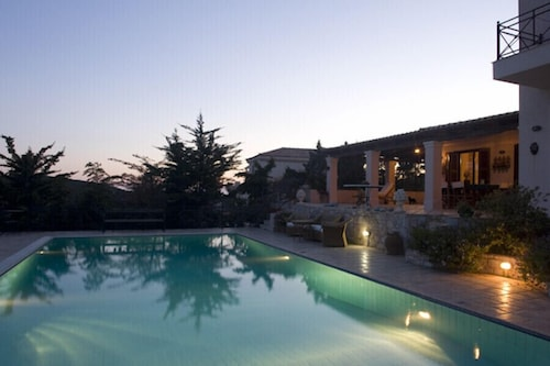 Luxurious Villa Sounio