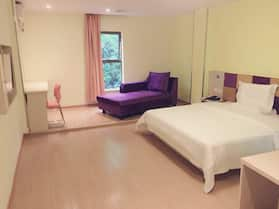 7 Days Inn·huitong Railway Station Square