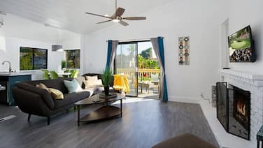 Amber Back · Stunning Beach Townhouse, Newly Remodeled