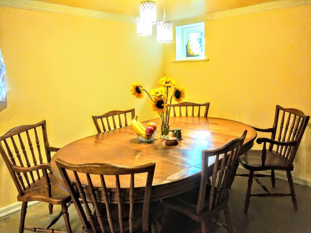 Private Kitchen, A Hollywood Haven,warm,light,pet Friendly,walkable