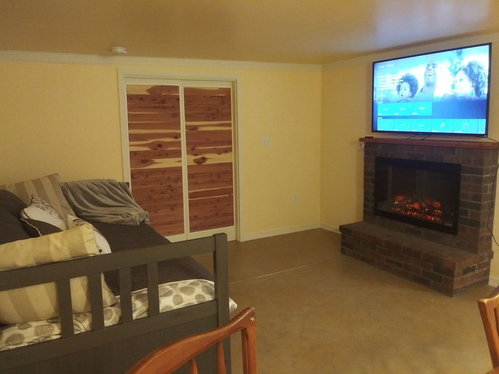 Living Room, A Hollywood Haven,warm,light,pet Friendly,walkable