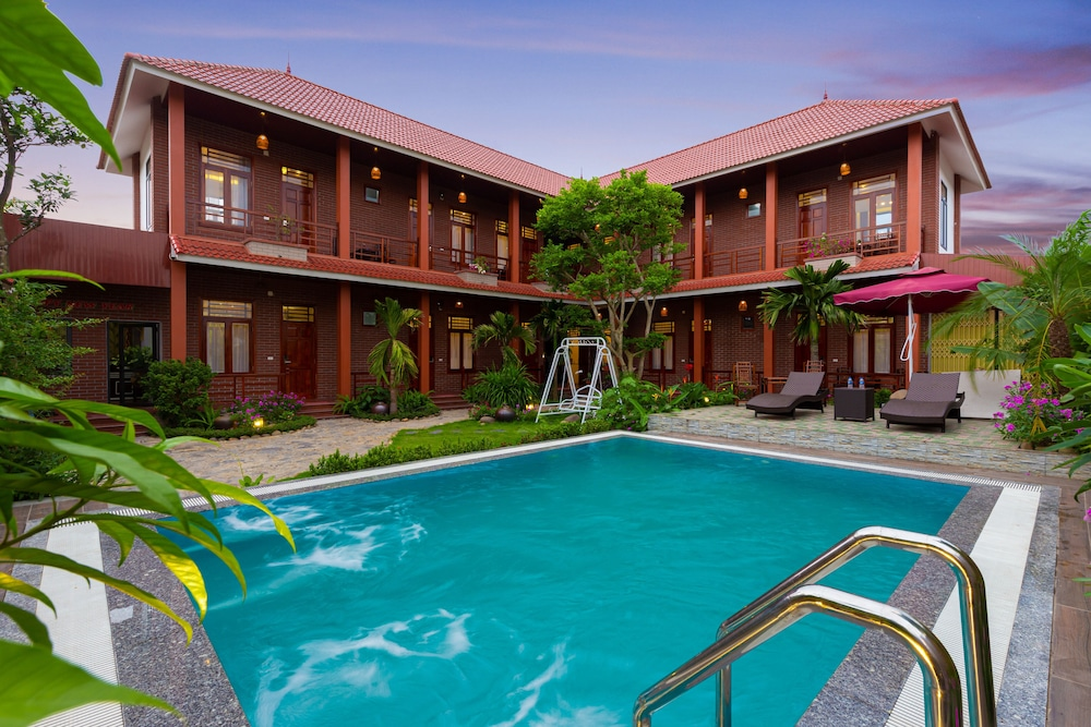 Outdoor Pool, MH Cherish Homestay