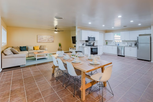 NEW to Vbro - Vacation House 5 min to Sixflags & Seaworld, W\game-room & Pool