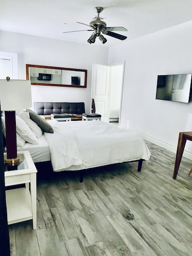 Stunning Studio Apartment 35 Minutes to NYC