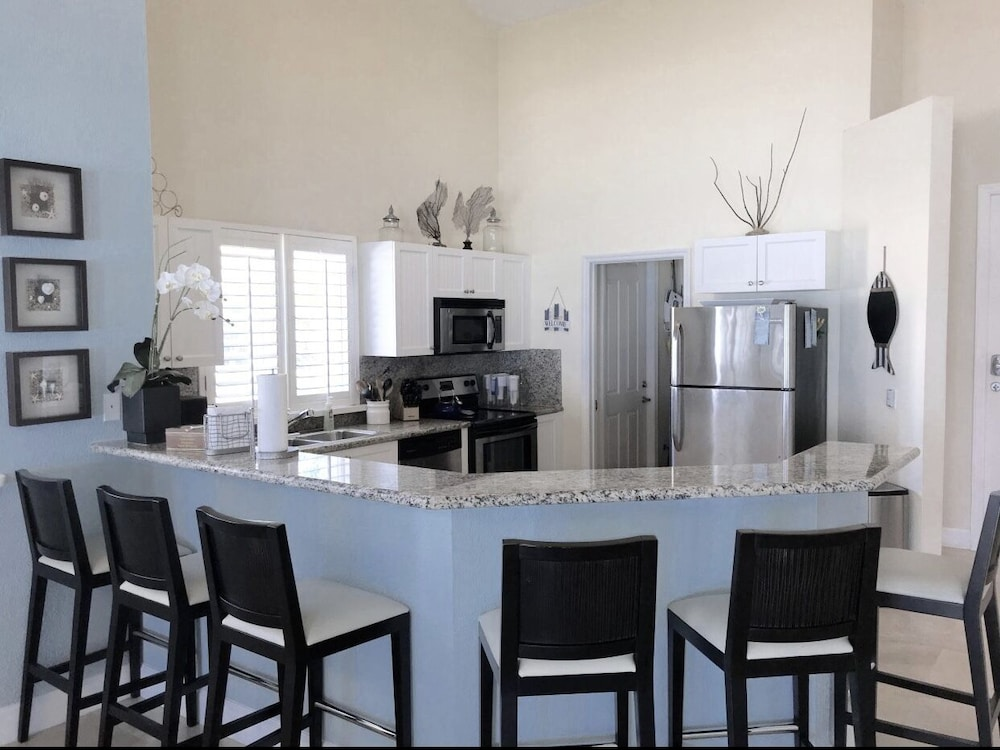 Private Kitchen, Blue Beach Front Home at Bimini Bay Resort