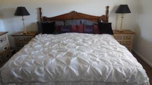 2 bedrooms, WiFi, linens