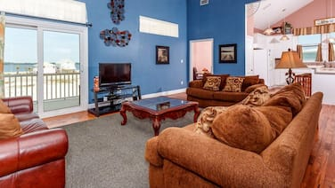 Incredible Townhome In Navarre Beach! Gulf Front, Private Pool, Free Wifi!