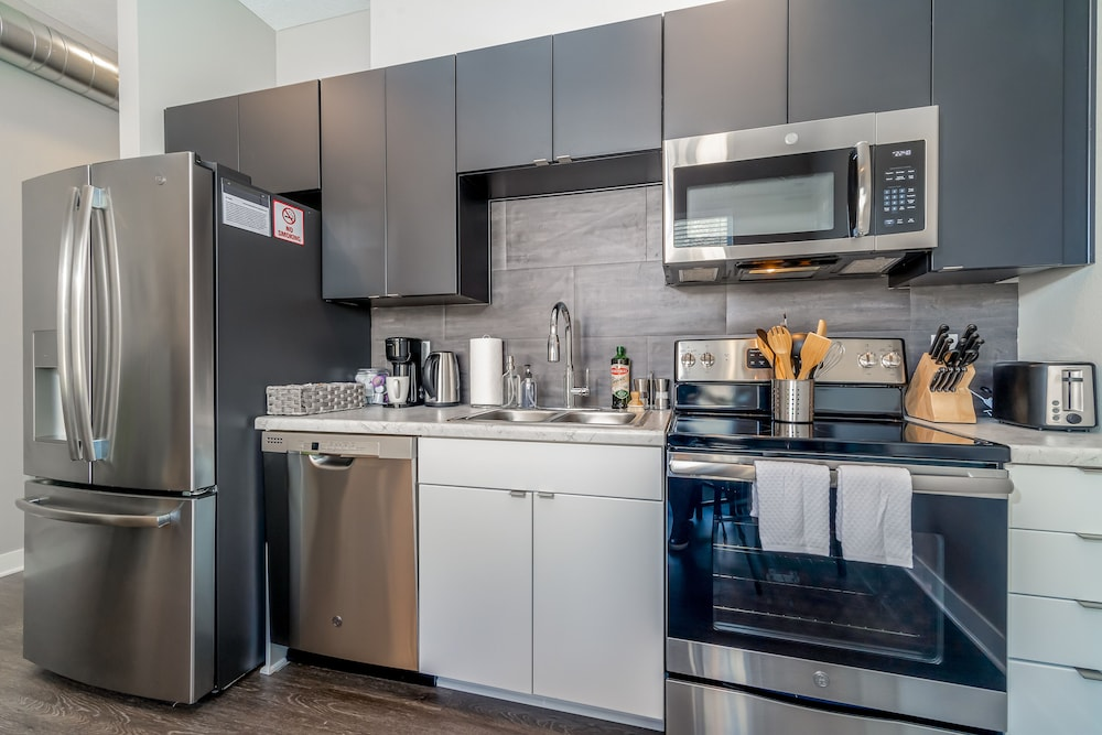 Private Kitchen, Kasa Des Moines Downtown Apartments