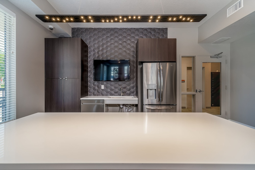 Shared Kitchen Facilities, Kasa Des Moines Downtown Apartments