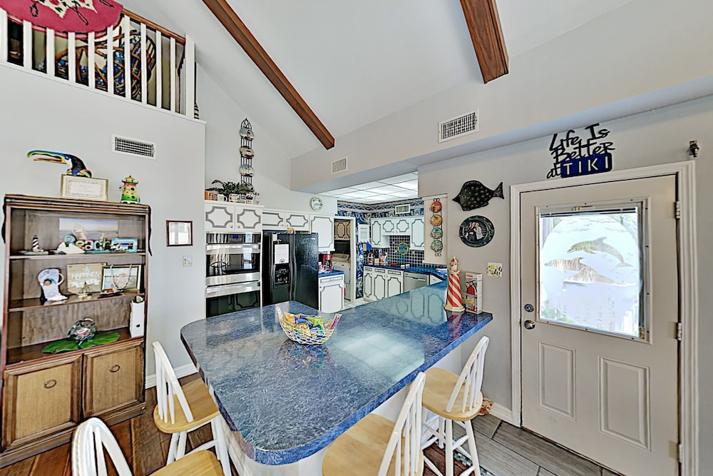 Private Kitchen, Waterfront Island Tiki House With Boat Slip & Deck! - 3 Bedroom Home