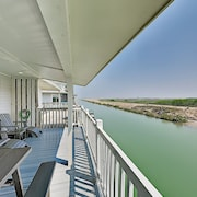 Waterfront Sea W/ Bay Views, Pools & Golf 2 Bedroom Cottage