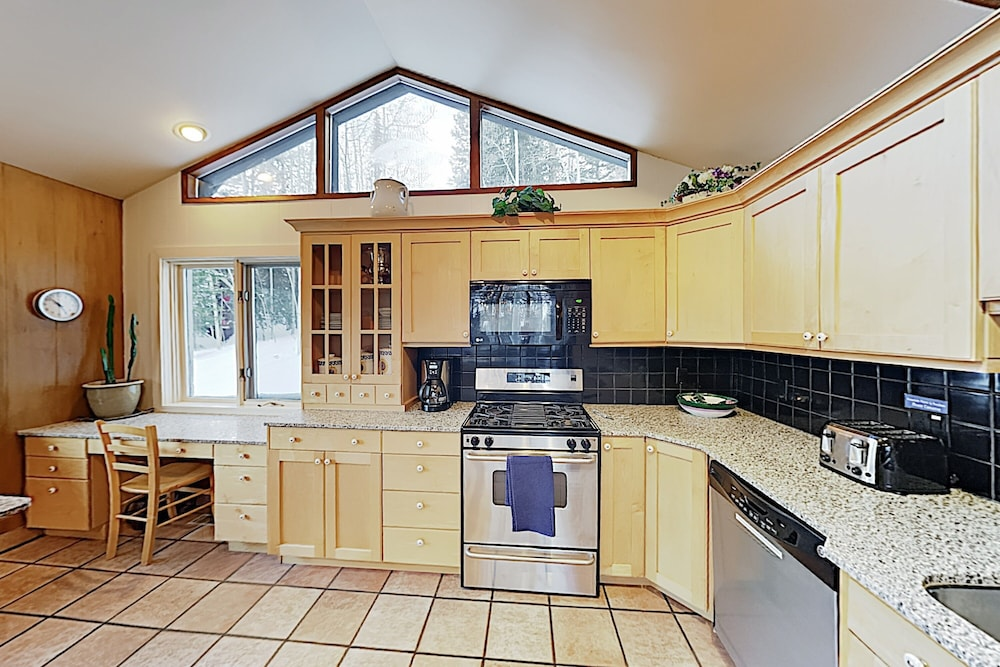 Private Kitchen, New Listing! Brighton Ski W/ Hot Tub 4 Bedroom Home