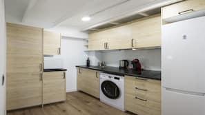 Micro-ondes, fourneau de cuisine, lave-vaisselle, cafetière/bouilloire