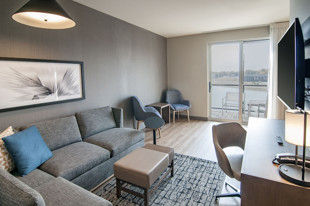 Living Area, Hyatt Place Sioux Falls South
