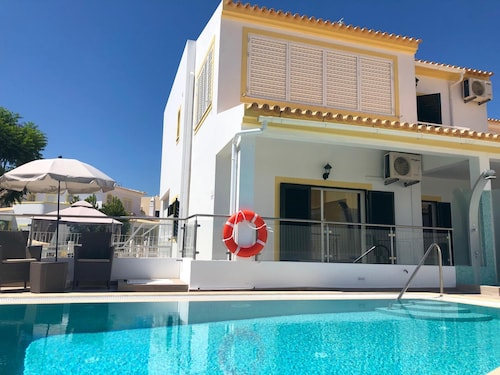 Beach House With Private Pool - 4km From th Beach